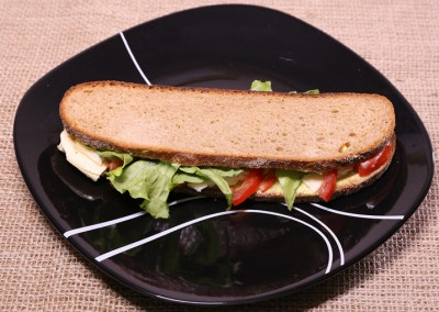 Пълнозърнест сандвич със сирена