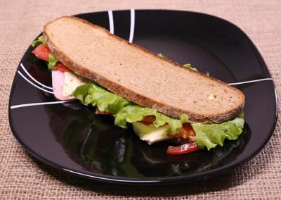 Пълнозърнест сандвич с шунка