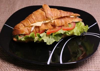 Сандвич кроасан със сирена