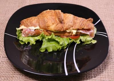 Сандвич кроасан с шунка